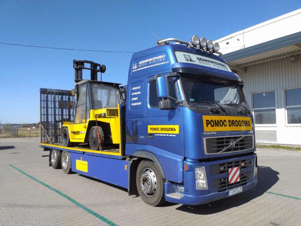 transport wózków widłowych ciężarówką